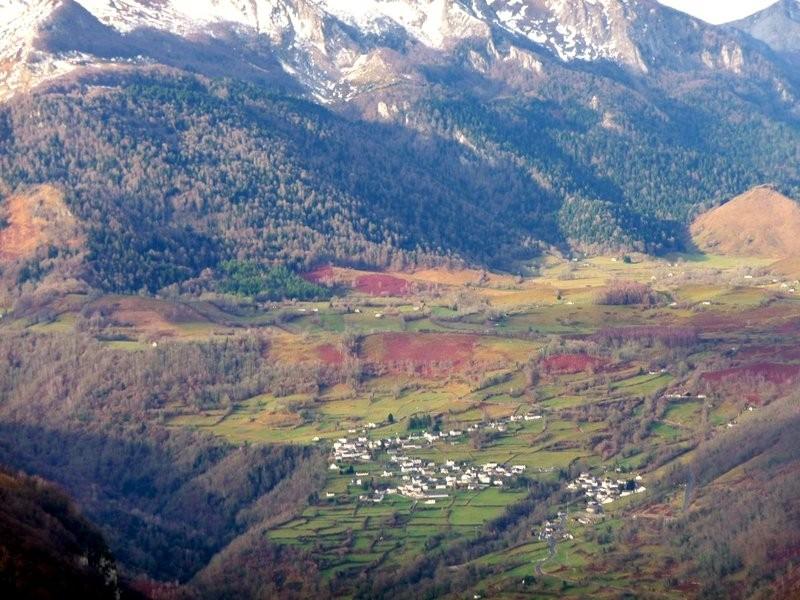 Gros plan sur Bilhères en Ossau