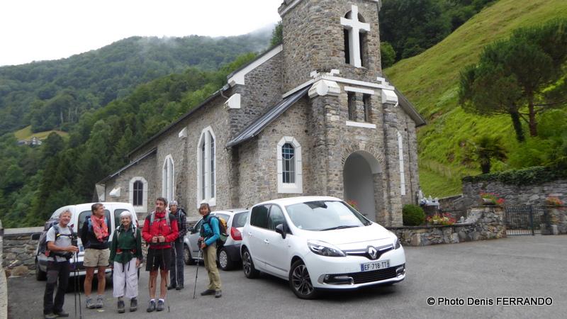 Devant l'église de Ferrières, prêts pour le départ
