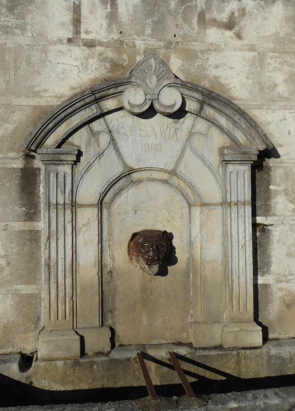 Une des fontaines du village de Saint Savin