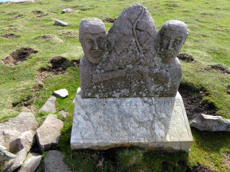 Une autre est  dédiée à deux montagnards morts en 1988