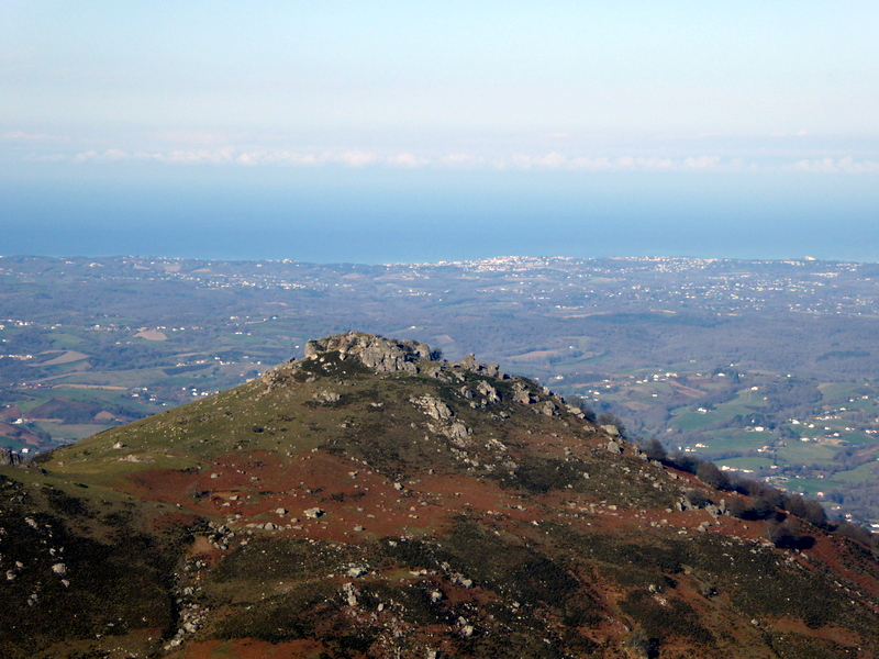 ...et sur le Mondarrain, avec au loin l'océan.