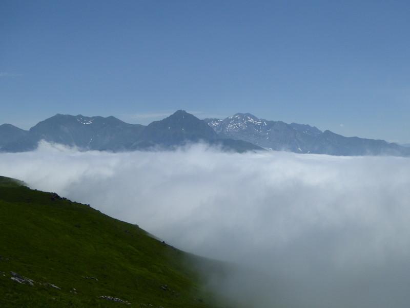 """...qui """"émergent"""" au dessus de la mer de nuages."""