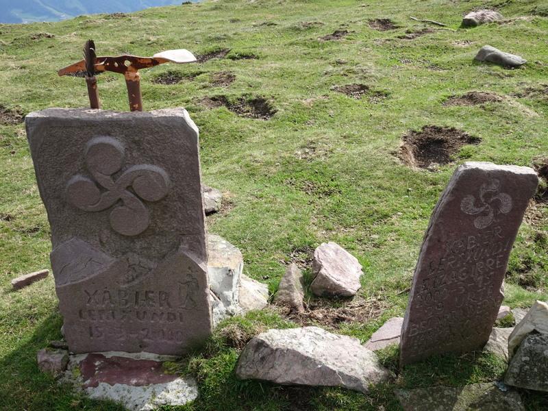 L'une est dédiée à un jeune disparu à l'âge de 29 ans en 2000.
