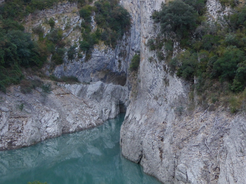 ...est un vertigineux défilé formé par la rivière....