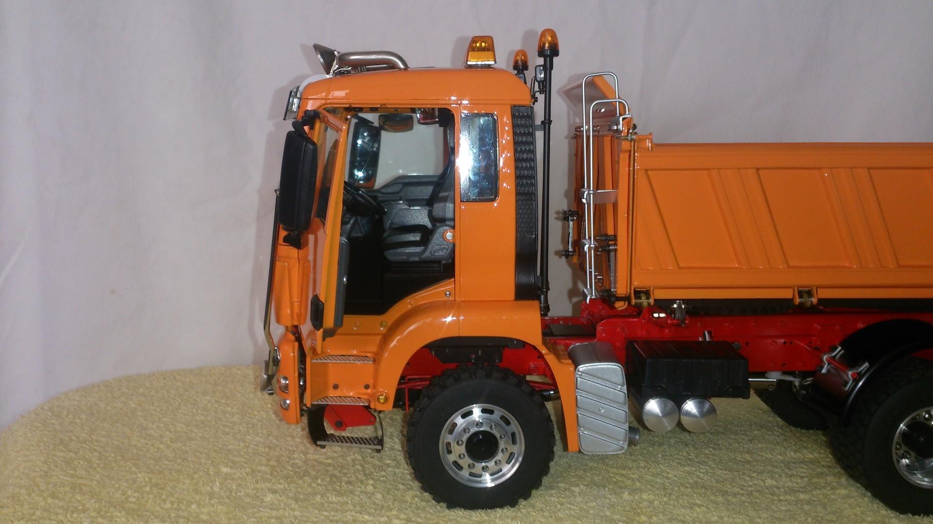 ScaleART MAN TGS 3軸3転ダンプトラック_キャブ内部