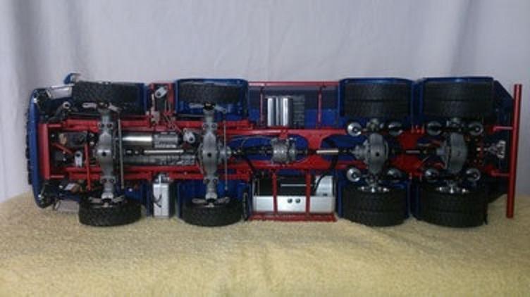 ScaleART MAN TGS 4軸ハーフパイプダンプトラック8x8_駆動部