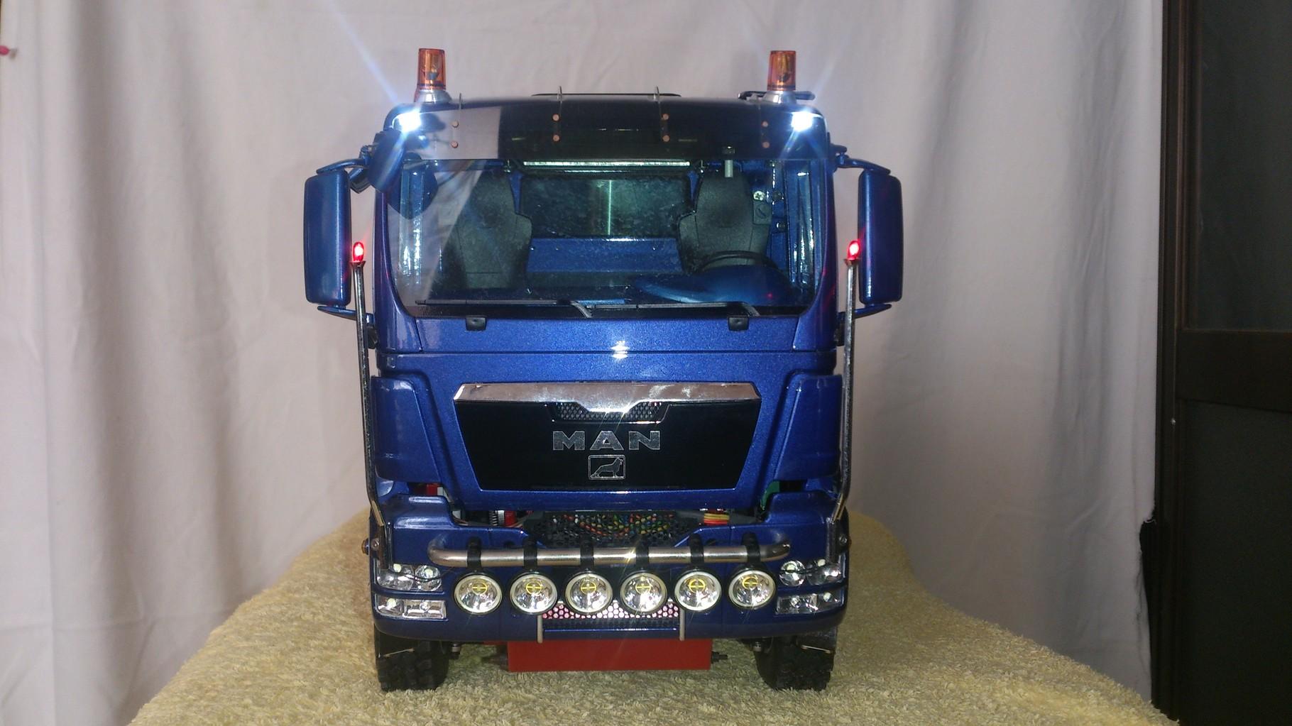 ScaleART MAN TGS ハーフパイプダンプトラック_補助灯点灯