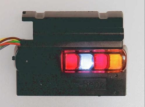 タミヤ製アクトロステールライトケースに装着した例