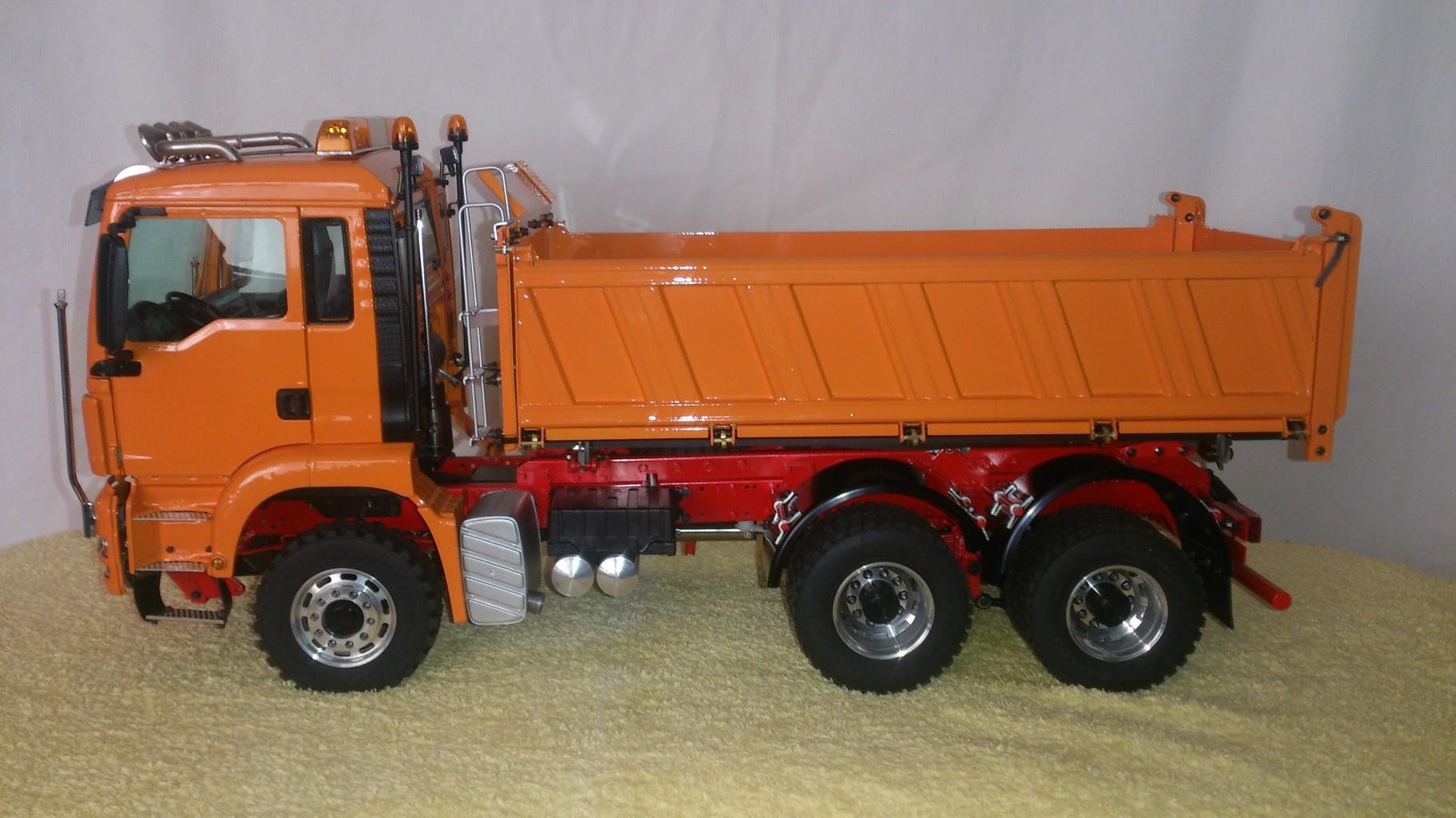 ScaleART MAN TGS 3軸3転ダンプトラック_左側面