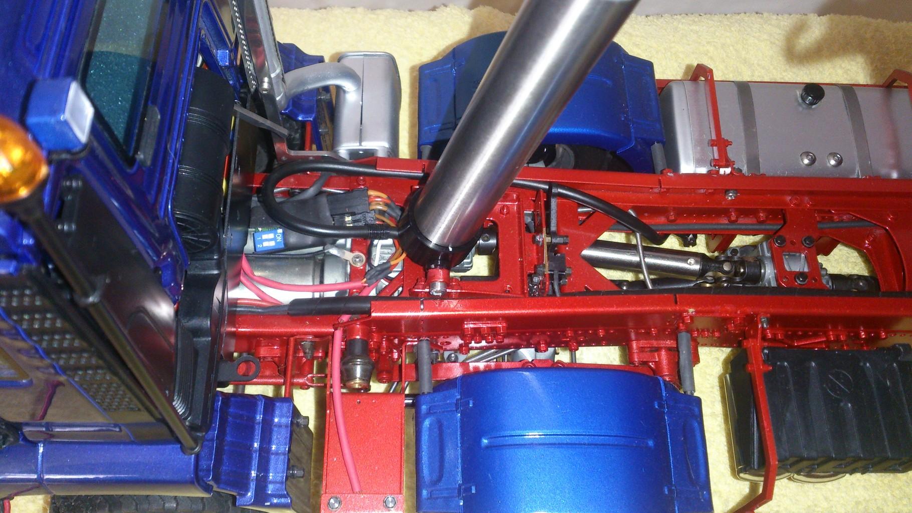 ScaleART MAN TGS ハーフパイプダンプトラック_油圧シリンダー