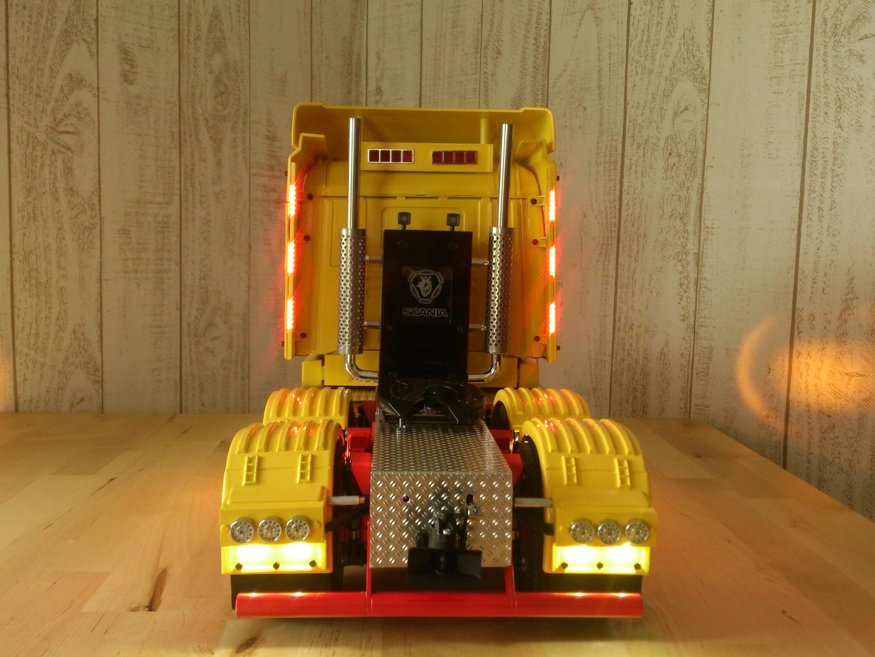 Scania CT19の背面