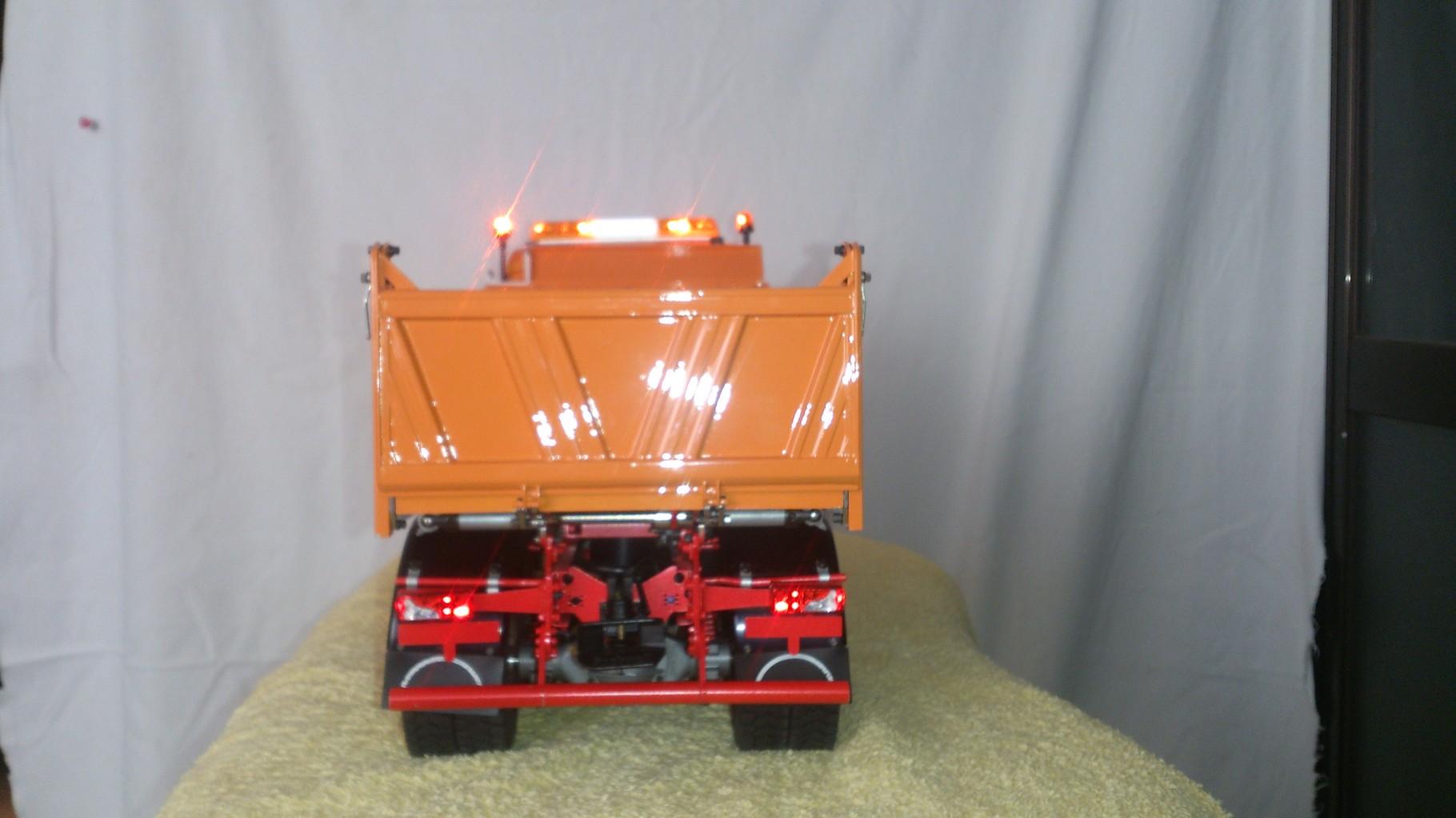 ScaleART MAN TGS 3軸3転ダンプトラック_テールライト点灯