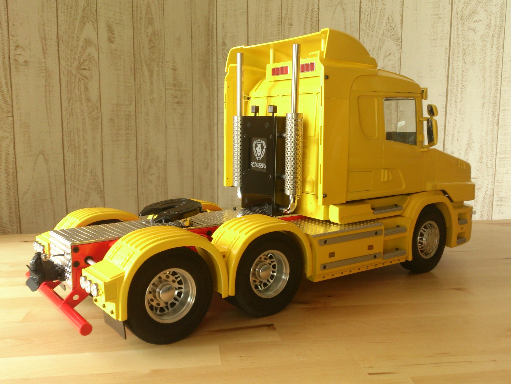 Scania CT19の右後部側面