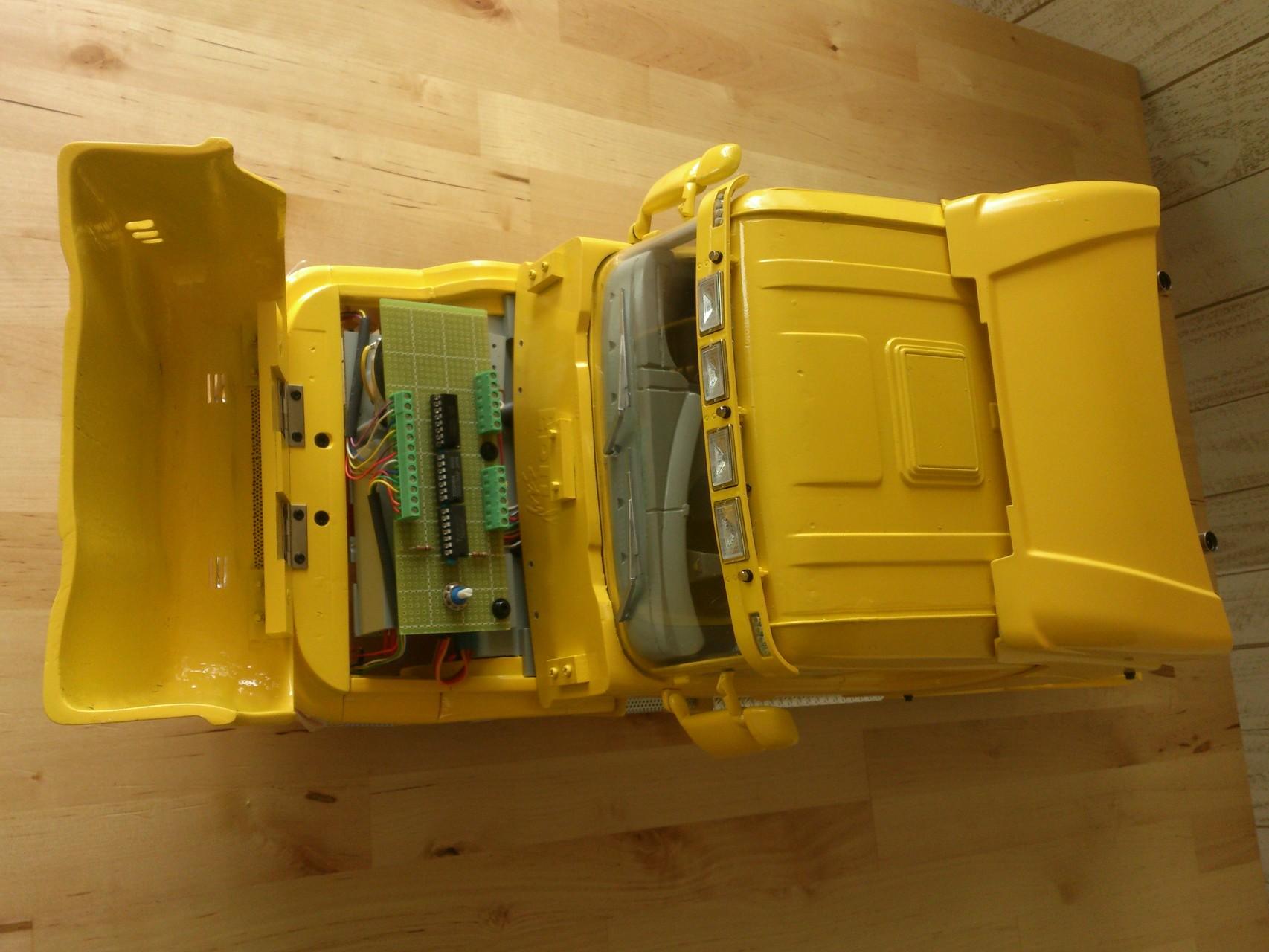 Scania CT19のボンネット内部