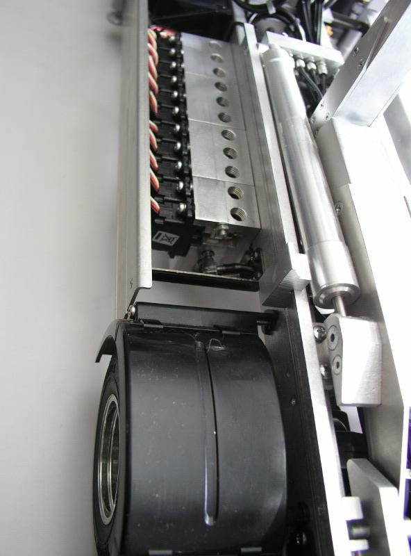 油圧バルブ11回路装着例