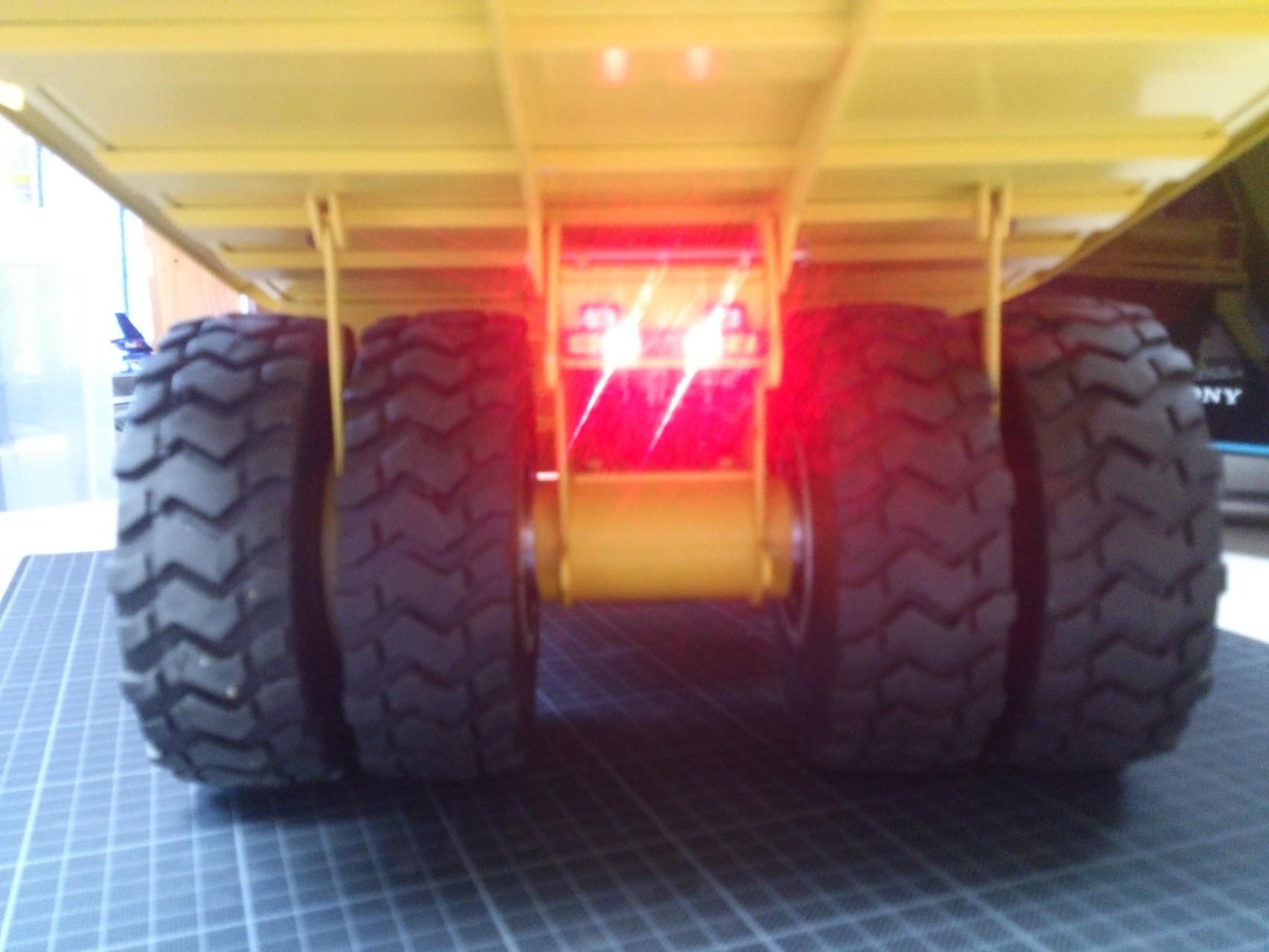 HD465_テールライト点灯