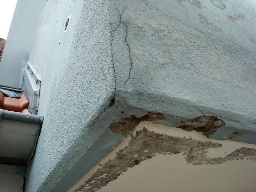 Feuteschäden an den Balkonunterseiten