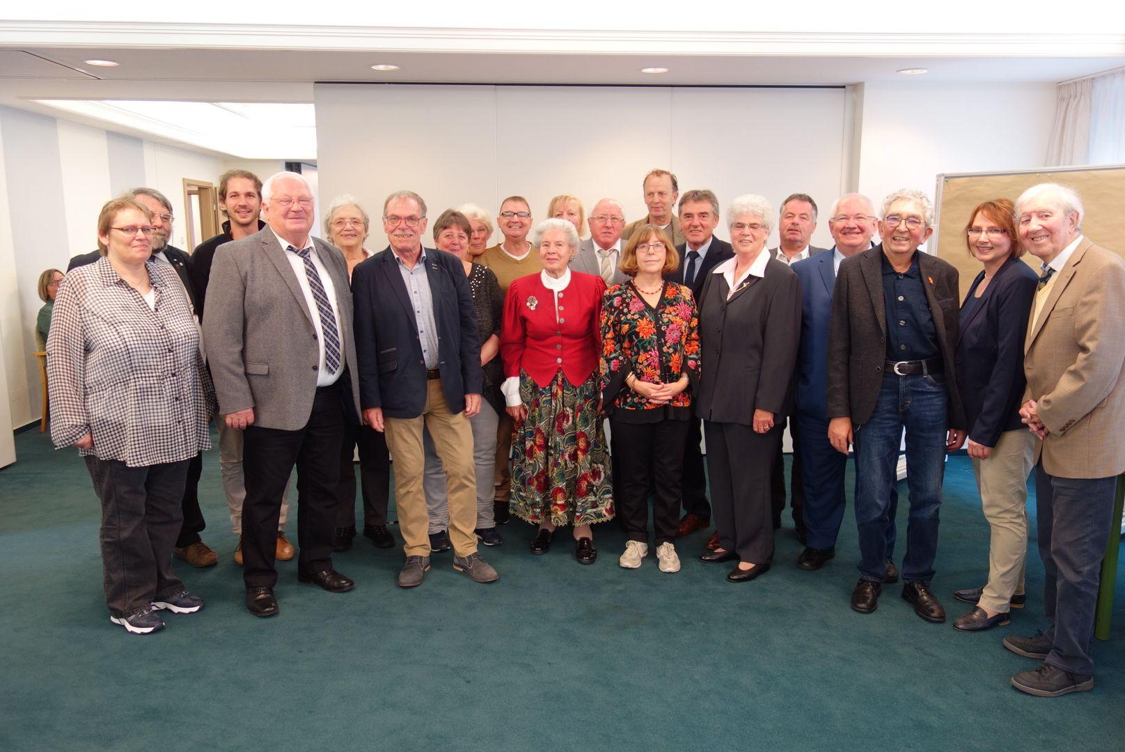 Vorstand der IG Niere Rhein-Ahr-Eifel e. V. mit geladenen Gästen aus Politik und anderen Verbänden/Vereinen