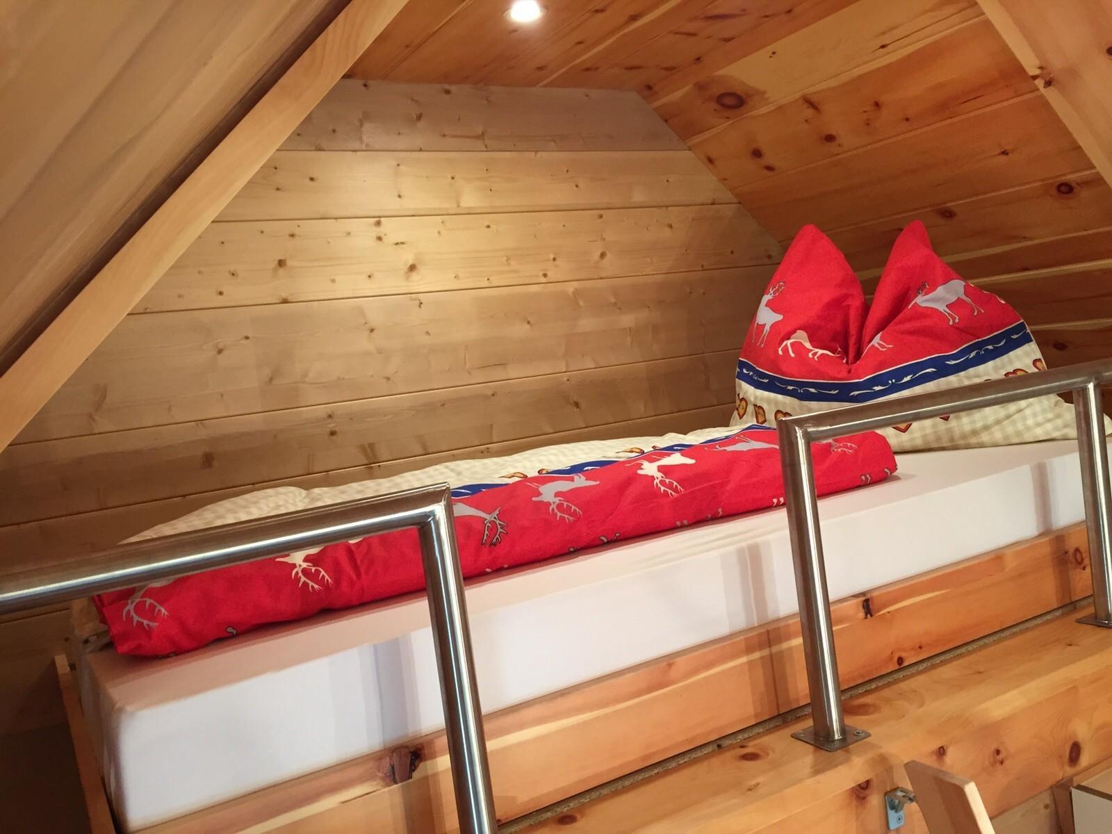 Hochbett 2 - Schlafbereich für 1 Erwachsenen/Kind (100 x 200cm)
