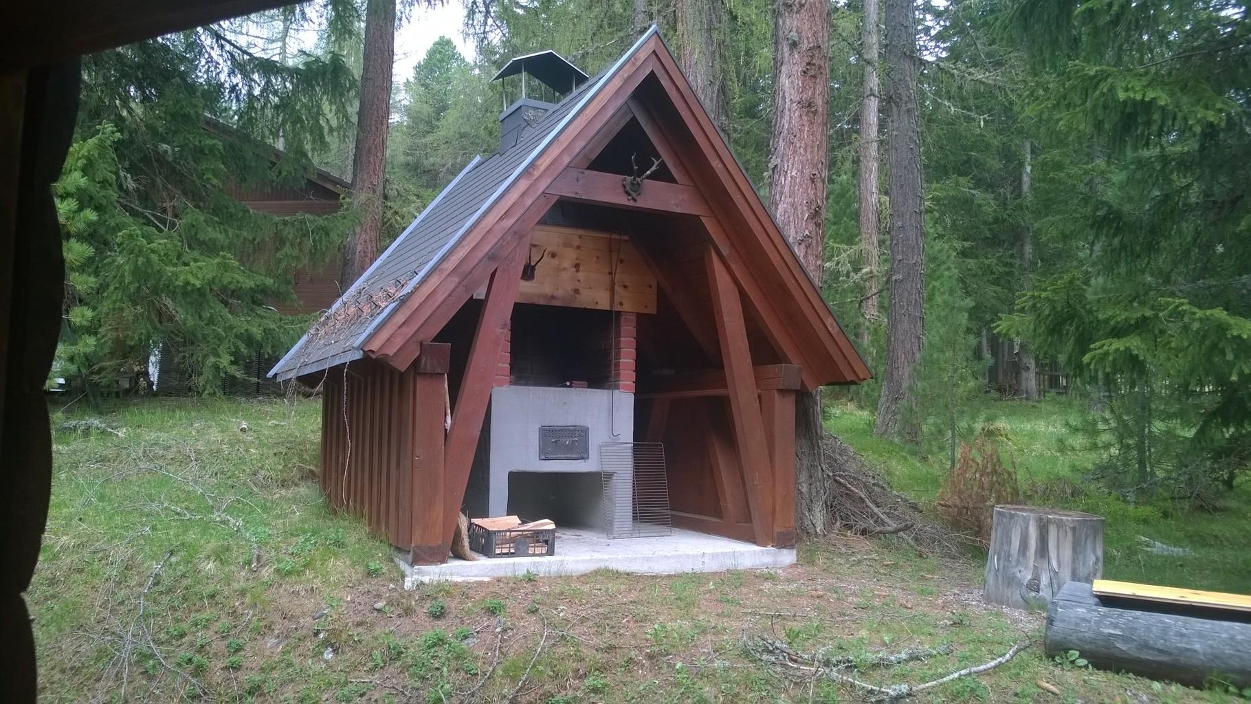 """Zirbenwald Lodge - großer Außengrill auch zum """"Wintergrillen"""" geeignet"""
