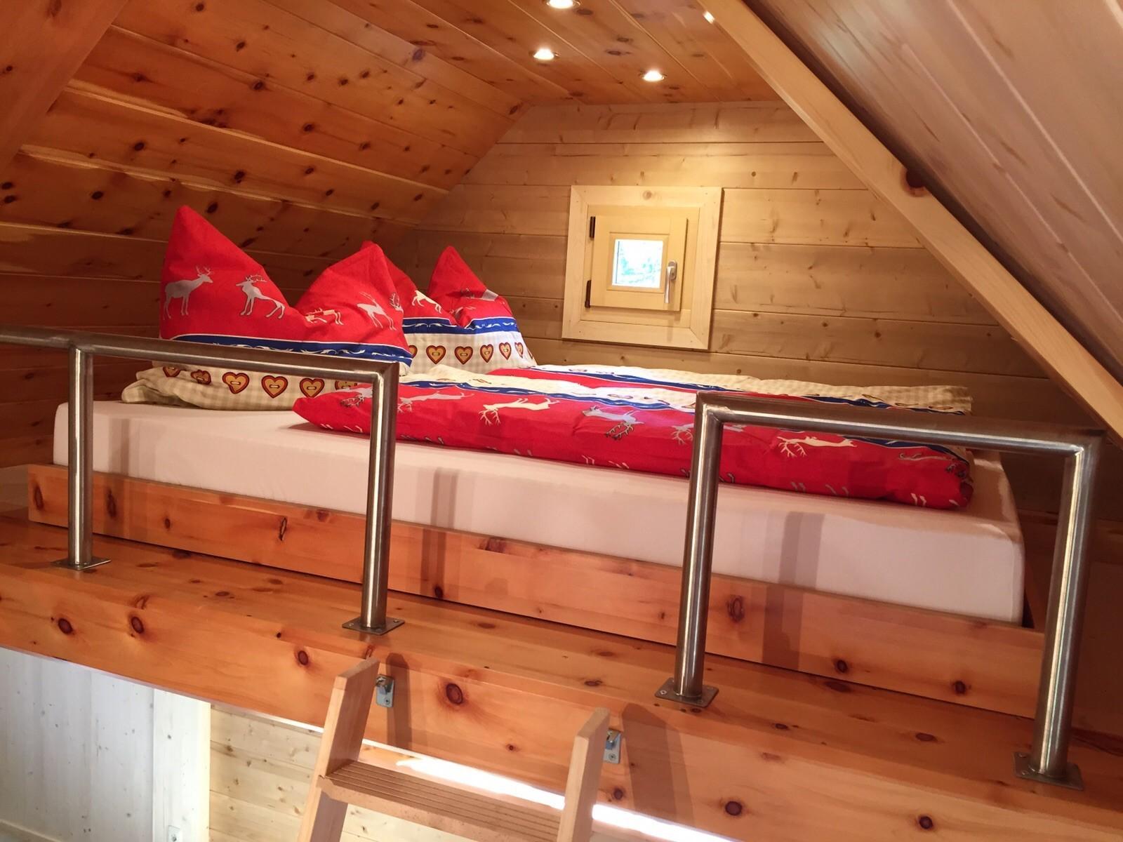 Hochbett 1 - Schlafbereich für 2 Erwachsene (160 x 200cm)