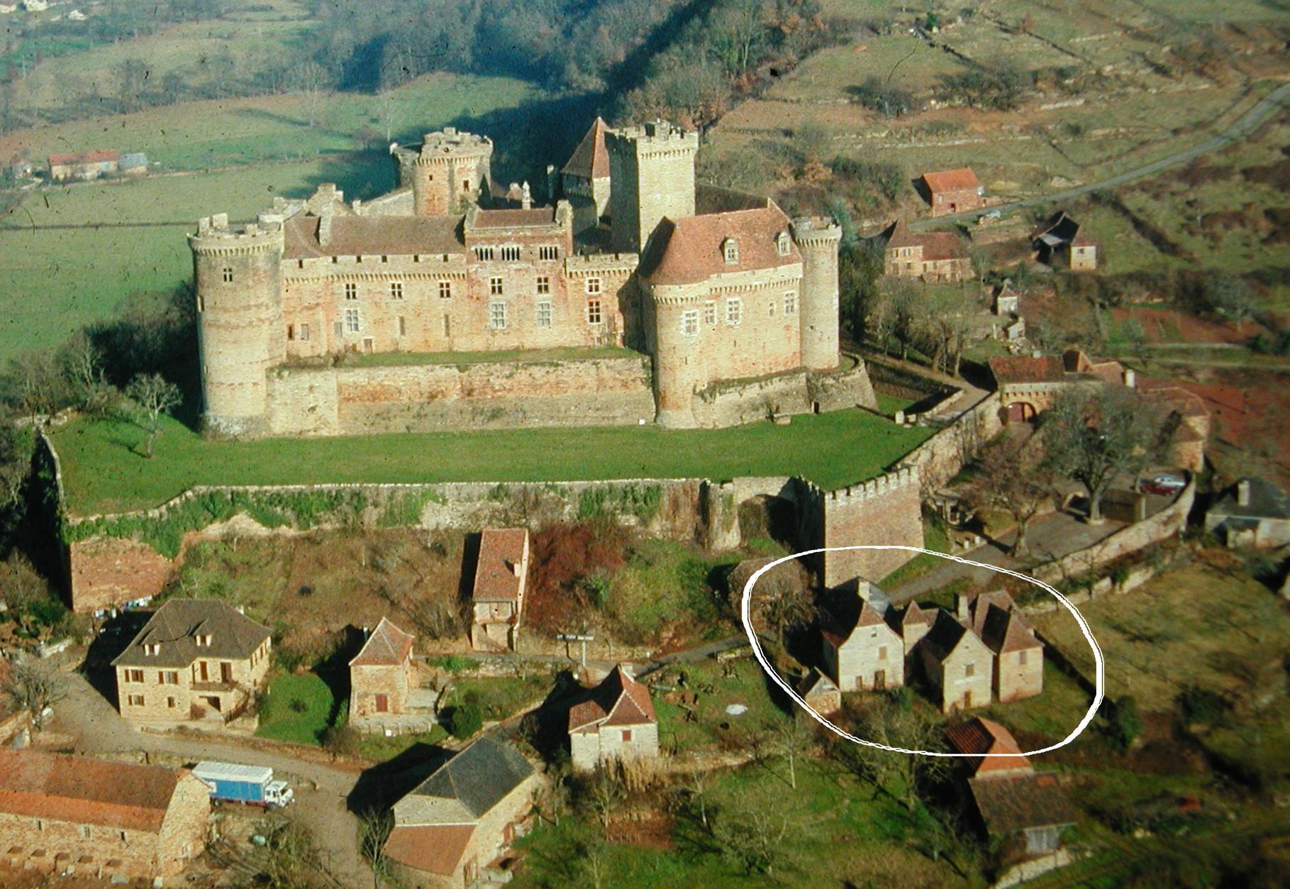 Les maisons de Cathy sous les remparts du château