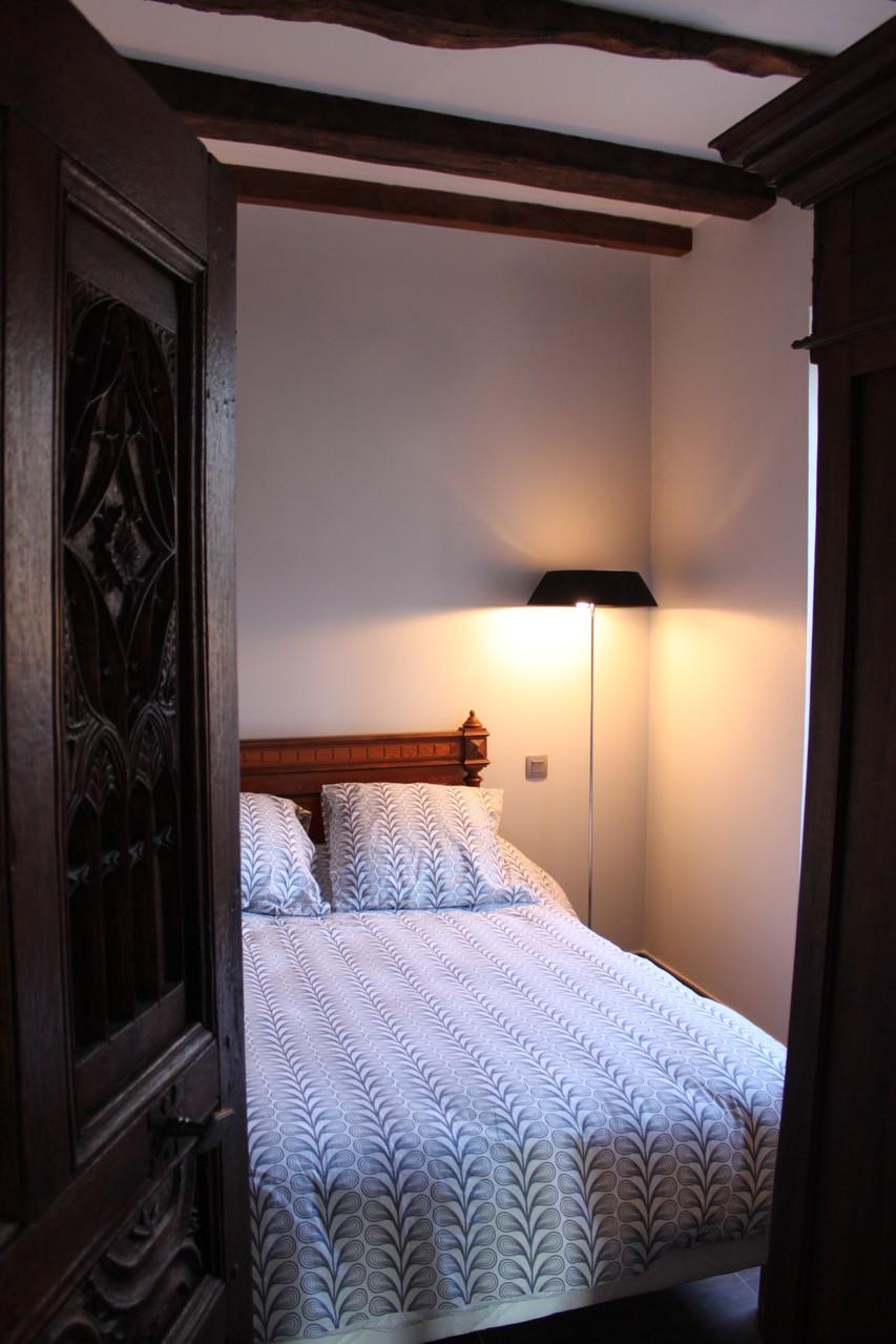 Chambre rez-de-chaussée : 1 lit 140 cm