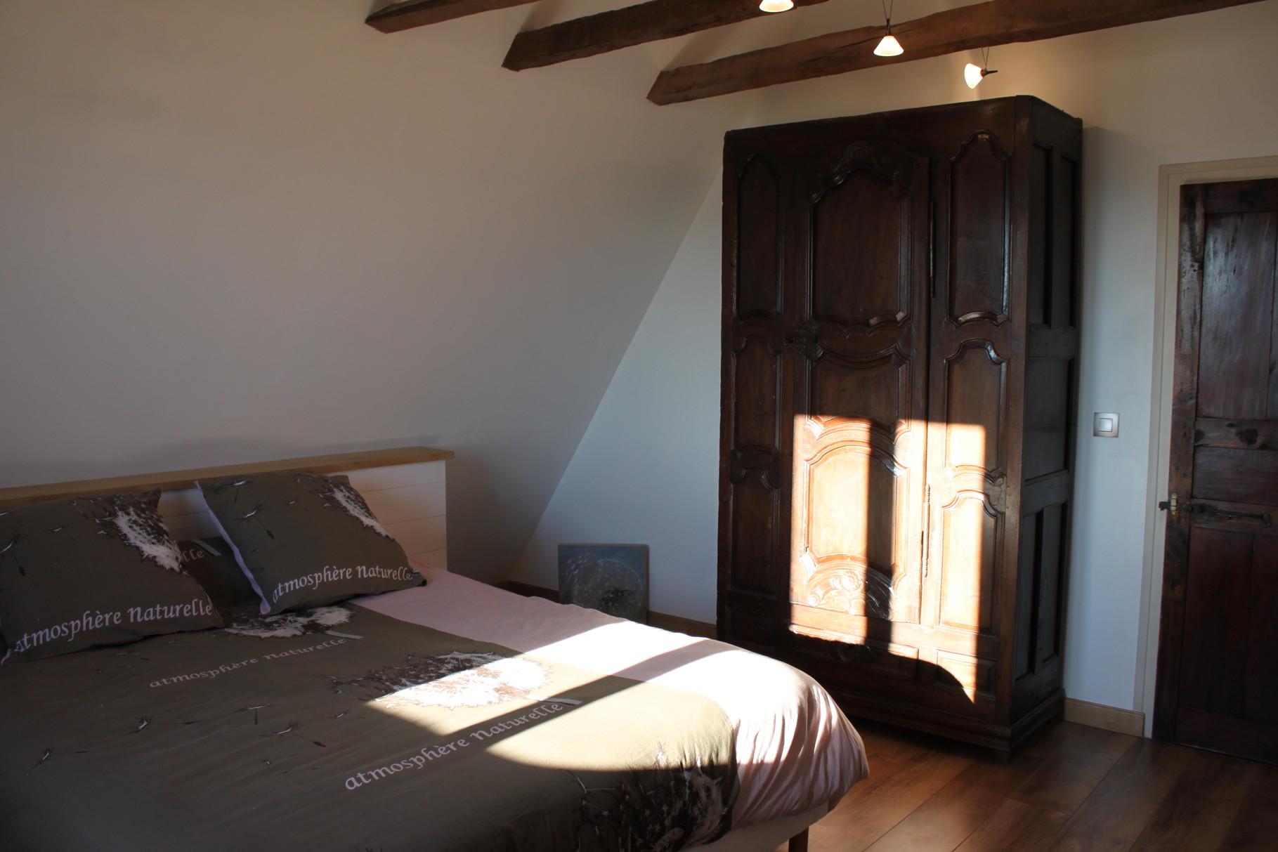 Chambre à l'étage: 1 lit 160 et 1 lit 90 cm