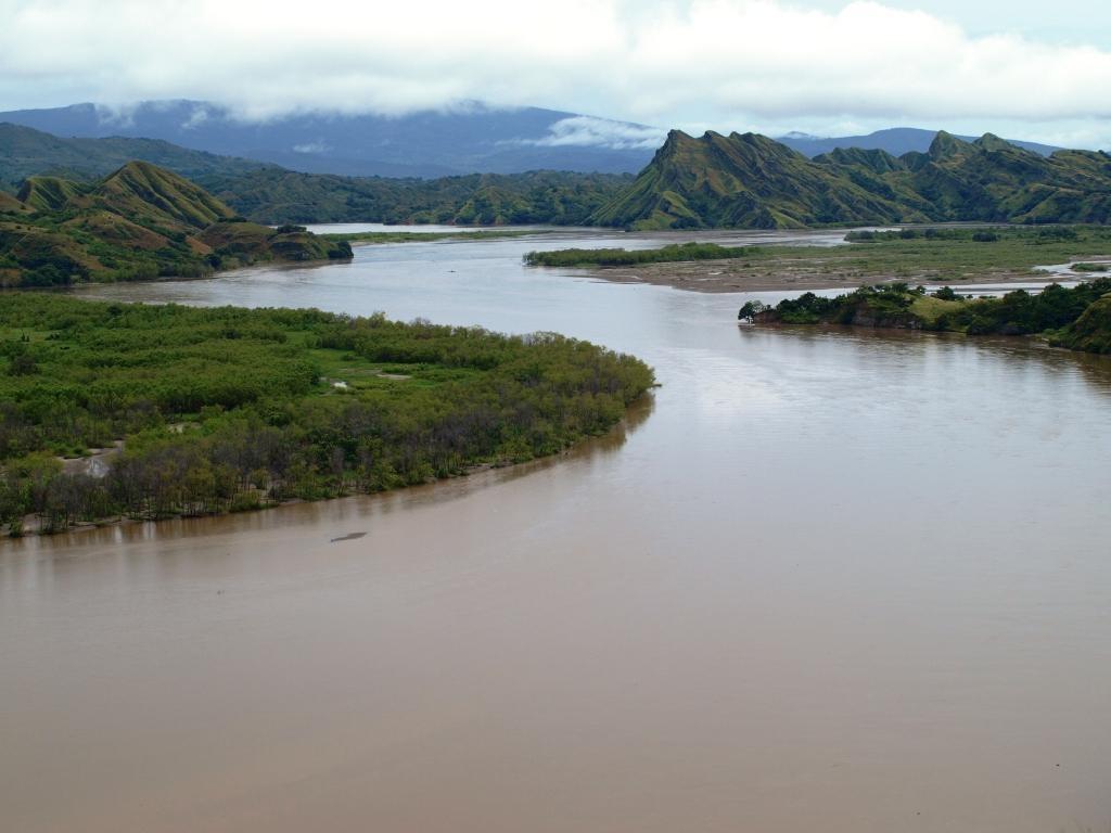 unsere Reise führt uns weiter Richtung Süden, dabei überqueren wir den Rio Magdalena