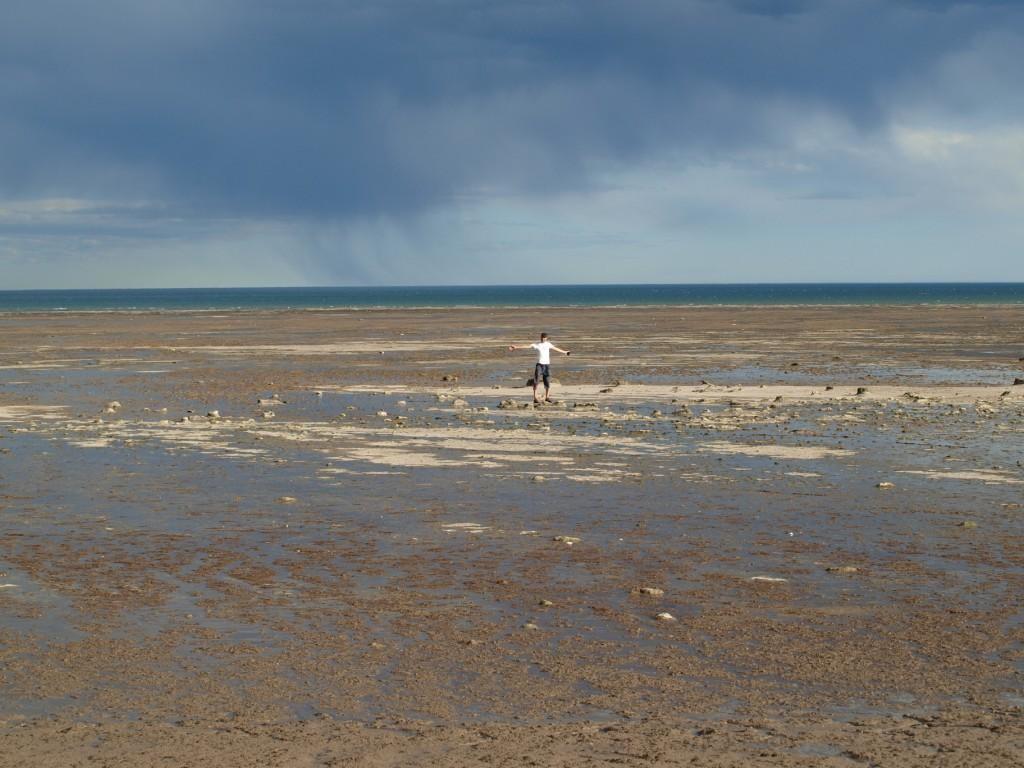 das Meer hat hier Gezeiten von 1,5 Kilometer