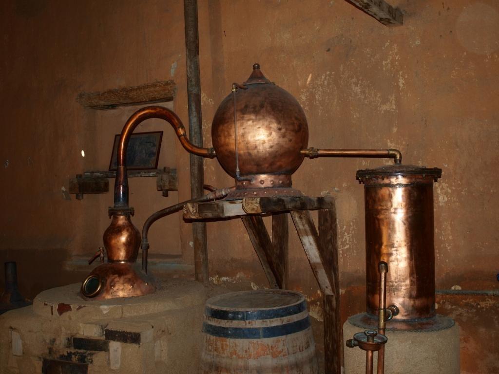 Besuch einer Pisco-Destillerie (Grappa auf Chilenisch) Brennkessel früher