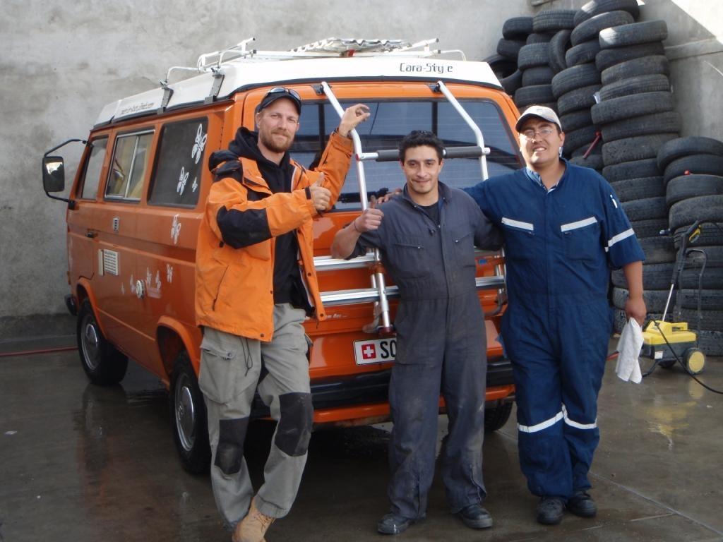 Auch empfehlenswert ist die VW-Garage in Punta Arenas. Treiben für unsere T3 die Ersatzteile auf... Muchas gracias