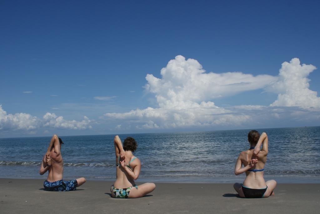 welche Steph dann gratis Yogastunden am Meer erteilten