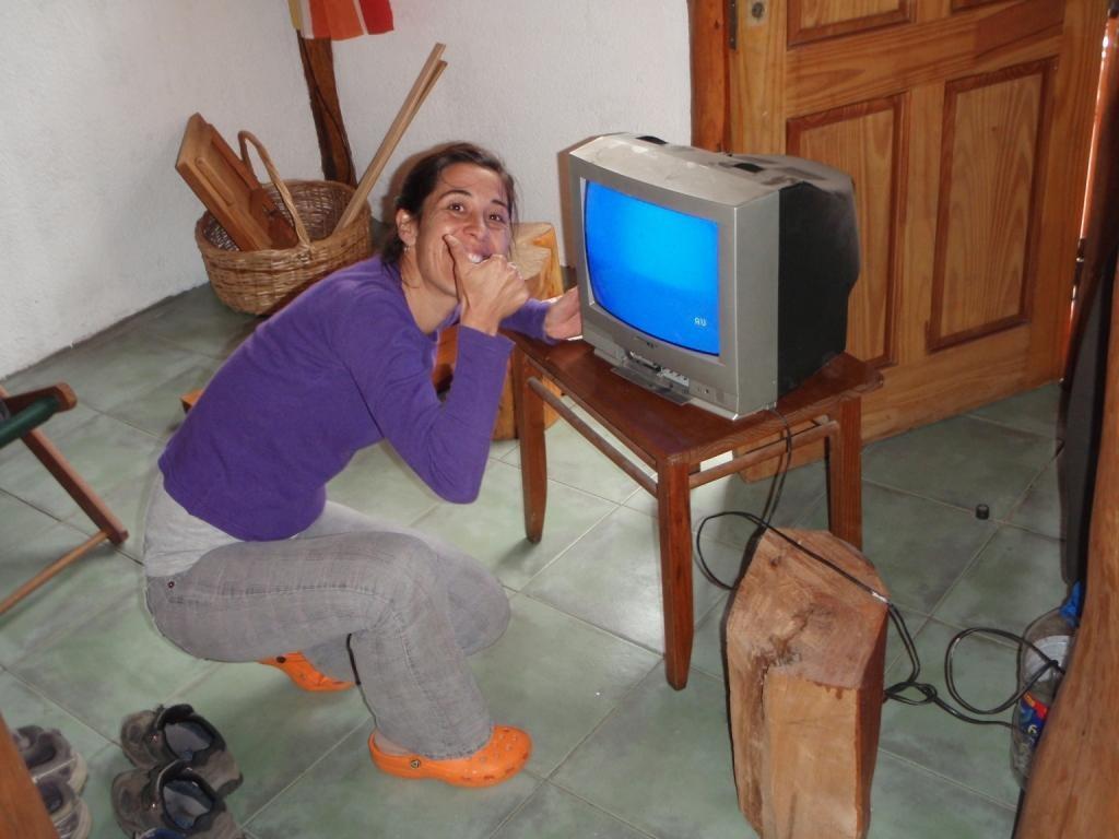 Endlich, Carolina und Markus haben einen Fernseher...die trüben Sonntage sind gerettet