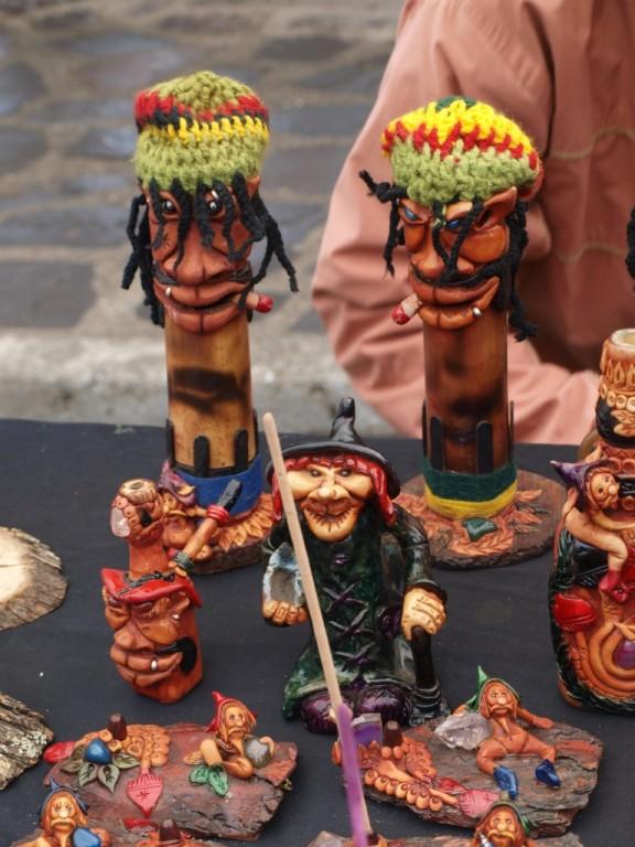 Viele selbstgemachte Dinge werden auf dem Hippiemarkt verkauft...
