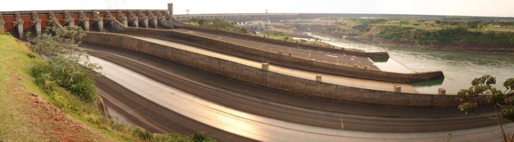 Besuch eines der grössten Wasserkraftwerke der Welt