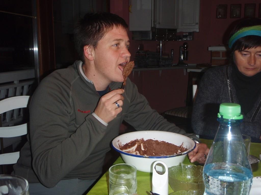 Danach wurde nachgeholt, was wir in Ushuaia verpasst hatten...das Foto zu machen als Astrid ihr Dessert ass