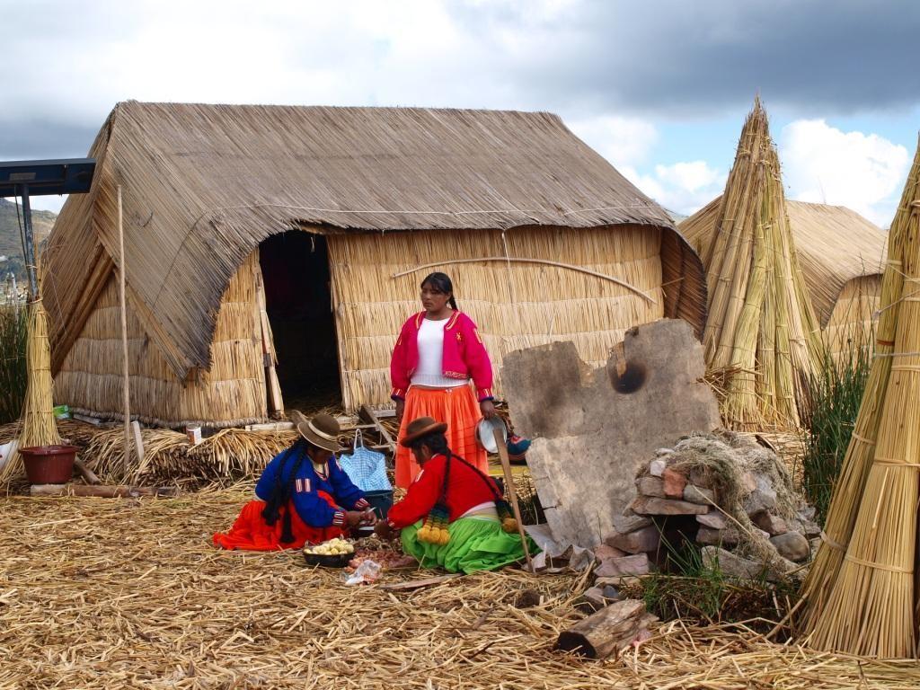 Quechua-Frauen auf den Schilfinseln beim Kochen