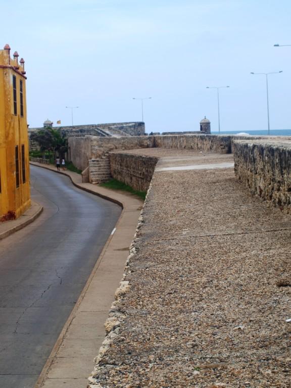 die Altstadt ist von einer riesigen Festungsmauer umgeben