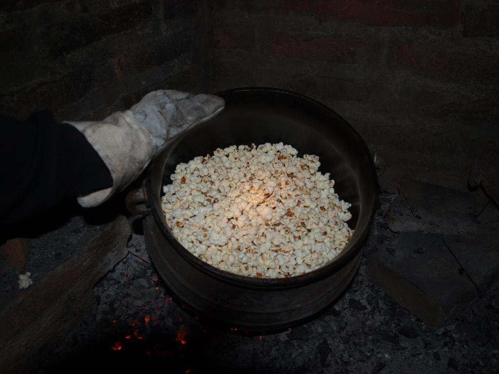 Zum Dessert gibt Popcorn vom offenen Feuer