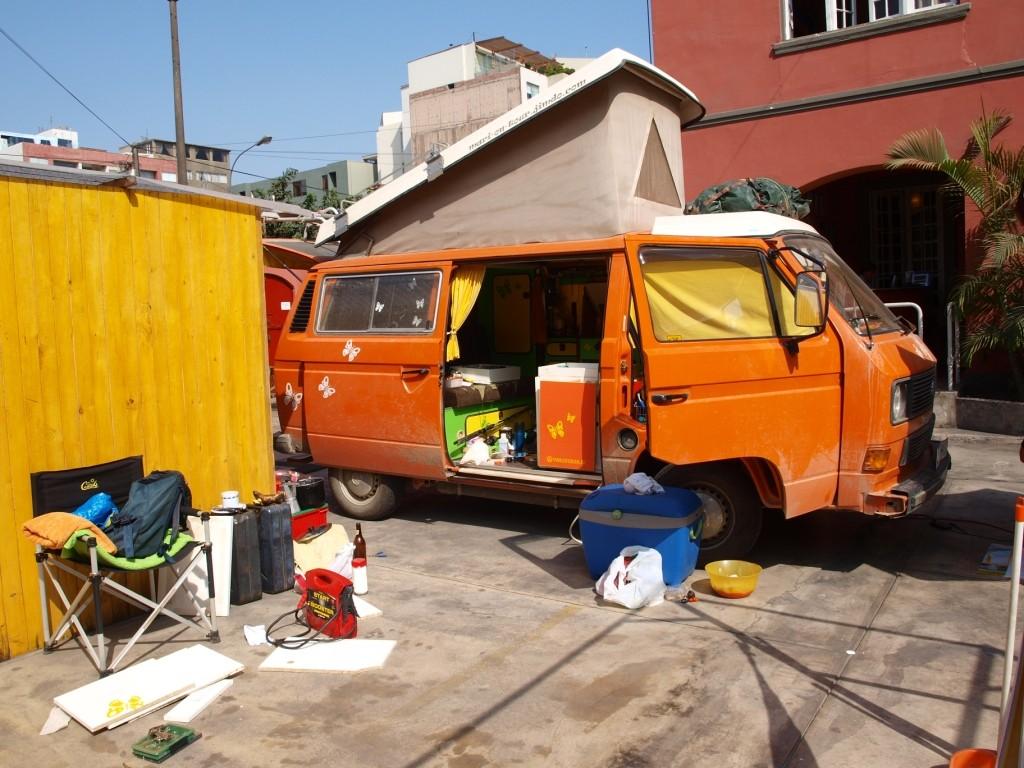 Basteln im Hitchhiker's Hostal in Lima