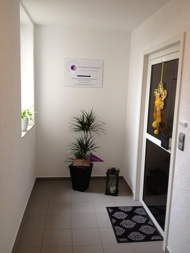 Herzlich Willkommen - Eingang außen