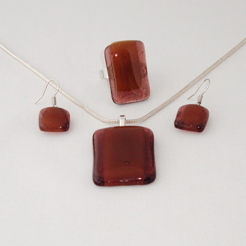 S3258. Helder bruin met amber opaal glas.     €25.00.
