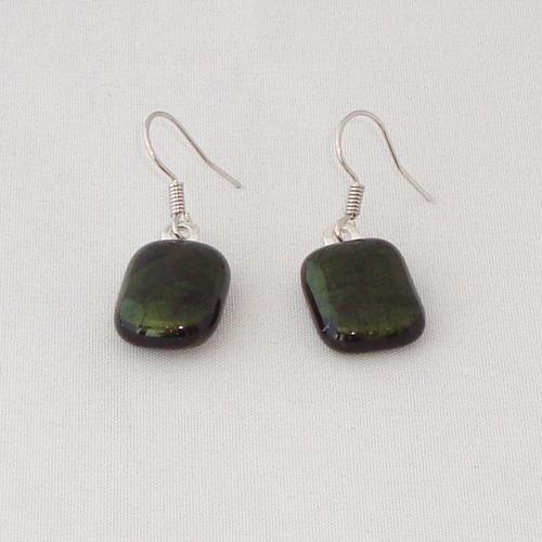 E3278. Donker groen glitter opaal glas. afm. ca. 1.5x1 cm.   €6.50.