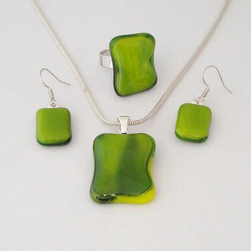 S3293. Groen geel gemarmerd opaal glas.      €25.00