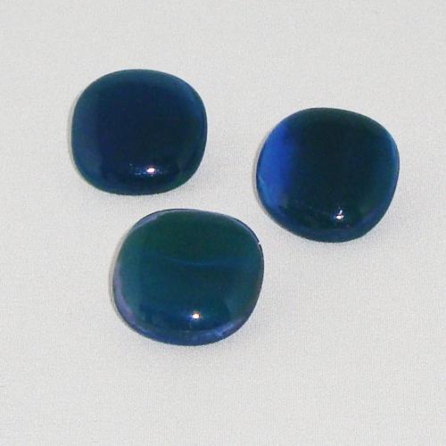 P1154. Easy button stenen van blauw met groen gemarmerd opaal glas.     per stuk €2.00 en 3 voor €5.00.