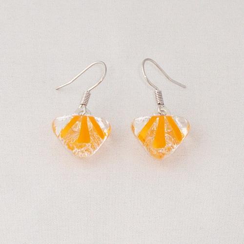 E3287. Helder glas met oranje streepjes. afm. ca. 1.5x1.5 cm.   €6.50.