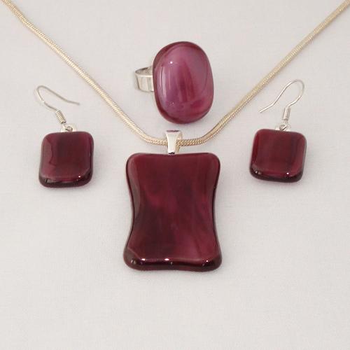 S3305. Roze paars gemarmerd opaal glas.      €25.00.