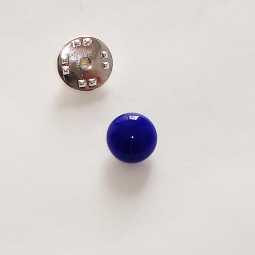 A1430. Pinbroche, kobaltblauw opaal glas. maat steentje ca. 1 cm.     €3.50.
