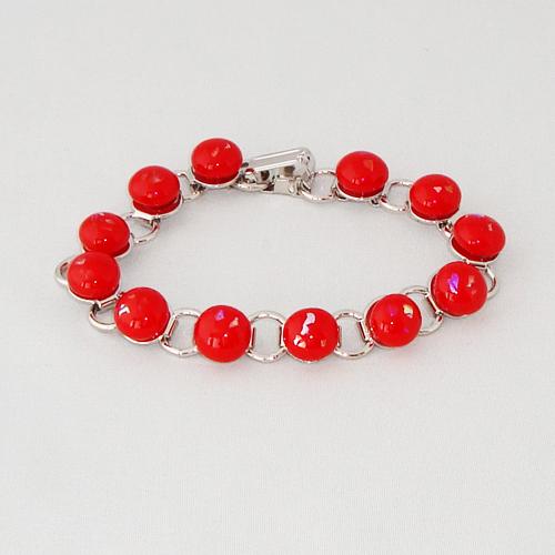 P1167. Schakelarmband met rode steentjes met glitter.     €19.50.